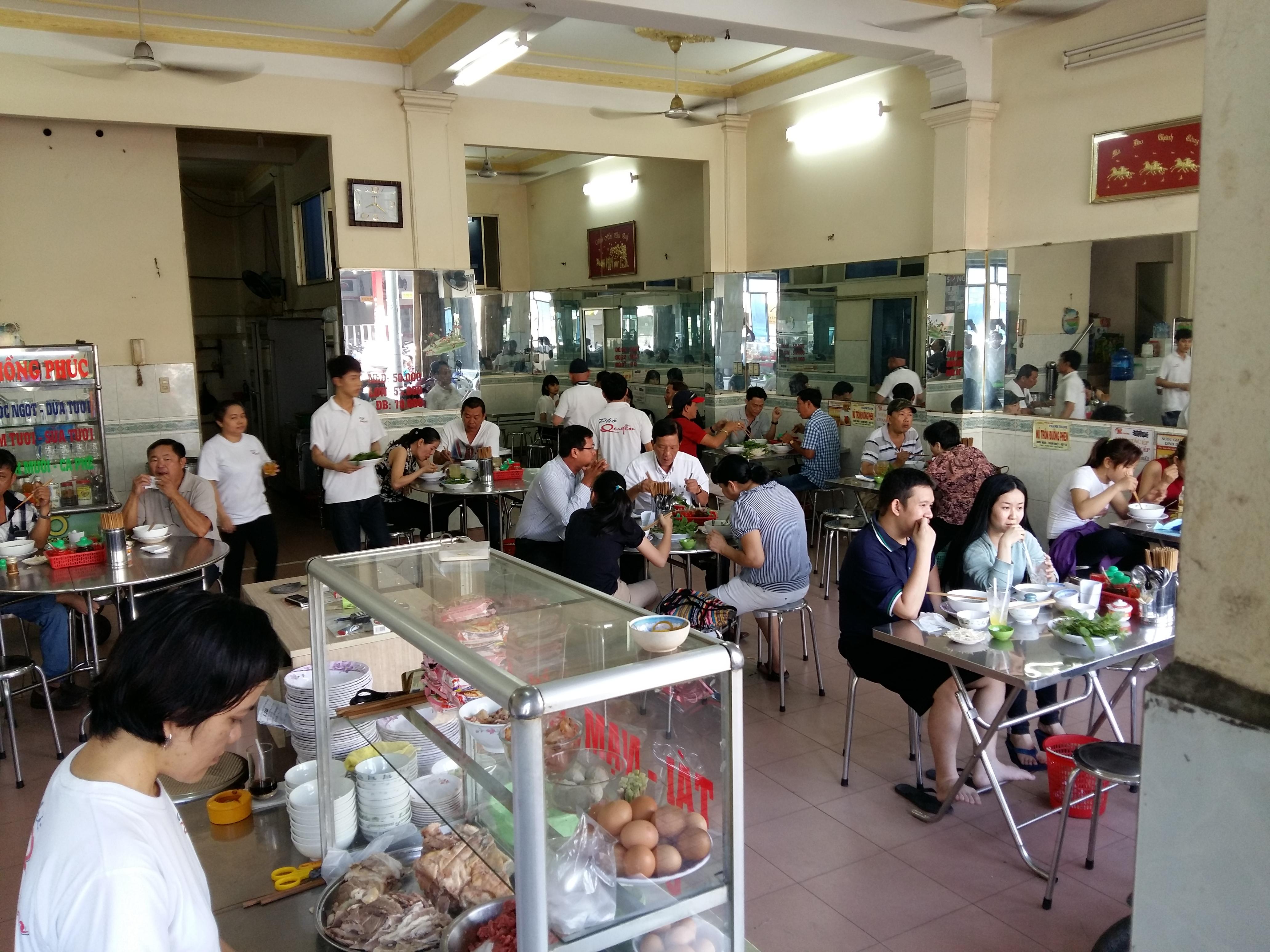 15721286691 917f029226 z - Phở Quyền - Quán phở lâu năm, giá cao.